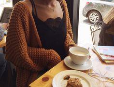 """joli–coeur:  """"chunky cardigans are the 's knees!  Instagram: kokokourtney  """""""