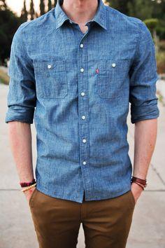 Camisa en tela de jeans delgada.