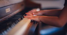 piano,pianomover-It's FunFactFriday! Did you know that the action on a grand piano is faster than the one on an upright, allowing you to play much fa Baby Sitting, Piano Lessons, Music Lessons, Piano History, Der Pianist, Service A Domicile, Sebastian Bach, Johann Sebastian, Playing Piano
