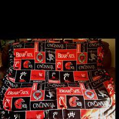 University of Cincinnati tie blanket. Have this blanket! Cincinnati Bearcats, University Of Cincinnati, Diy Tie Blankets, Sewing Projects, Projects To Try, Birthday List, Christmas Birthday, College Life, Volleyball