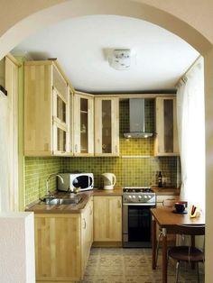 cocinas-pequenas-modernas-armarios-madera-losas-verdes cocinas-pequenas-modernas-armarios-madera-losas-verdes