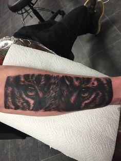 Tiger eyes, done by Craig Harris, frostbite tattoo, nz #frostbitetattoo
