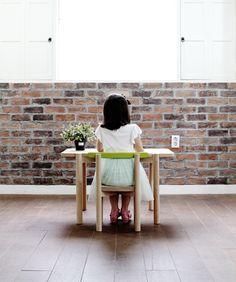 Titot es una firma coreana de mobiliario infantil, dedicada a crear cosas nuevas y funcionales, pero sobre todo sorprendentes. No se contentan con crear los típicos muebles con colores fuertes y esquinas redondeadas, aptos para los niños, sino que buscan algo más. Les gusta que cada pieza sea una obra de arte en sí misma, …