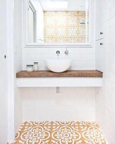 """402 Likes, 2 Comments - CONECTARQ (@conectarq) on Instagram: """"A cuba para o lado externo do banheiro pode ser uma opção interessante caso você só tenha apenas um…"""""""