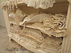 Penny's Vintage Home: Fall Centerpiece Antique Lace, Vintage Lace, Vintage Stuff, Vintage Jewelry, Shabby Chic Farmhouse, Shabby Chic Crafts, Shabby Chic Romantique, Romantic Shabby Chic, Shabby Look