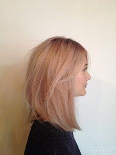 Female, Medium, Blonde, Straight, Medium Long Bob Messy Side Fringe Soft Fringe Cool Textured Trendy Shaggy Blunt Soft  hairstyle