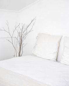 """Márcia Valbom on Instagram: """"Quarto simples e minimalista. No blog um registo dos dias de quarentena. Sugeria a todas que nestes dias de quarentena voltássemos aos…"""" Bed, Instagram, Home, Bedroom Simple, Minimalist, Stream Bed, Ad Home, Homes, Beds"""