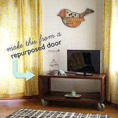 Top 10 Lovely DIY Repurposed Vintage Doors – Top Inspired Yes. Diy House Projects, Cool Diy Projects, Wood Entertainment Center, Vintage Doors, Diy Porch, Diy Sofa, Wood Headboard, Old Doors, Diy Furniture