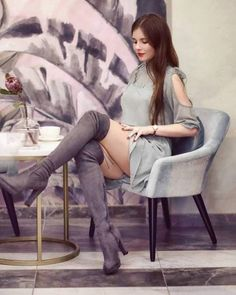Fashion Models, Girl Fashion, Womens Fashion, Sexy Stiefel, Women With Beautiful Legs, Hipster Girls, Sheer Tights, Fashion Tights, Sexy Boots