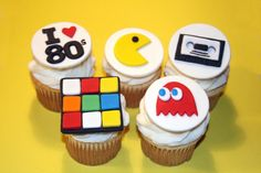 Toppers de cupcake fondant 80s party por HarrietsHouseofCakes