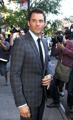 James Marsden Photos – 2 Guns The Butler Press in NYC. But what's with the left pinkie?
