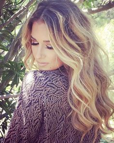 Jessie James Decker, textured beach waves using fave4 workable wear.