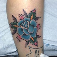 Blue rose from today. *ATENÇÃO BRASÍLIA* Atendendo normalmente no @gf_btl a partir de segunda-feira 03 de outubro. Para horários e info: (61)3322-2527 ou santiagotattoos@gmail.com  #traditional #tattoo #classic #tattoos #flashtattoo #flash  #traditionaltattoo #vancouver #vancity #strathcona #blue #rose #brasilia #df #guara