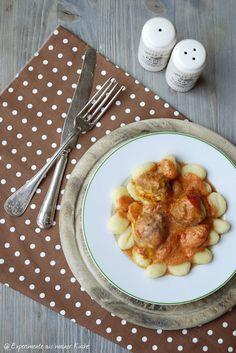 Experimente aus meiner Küche: Hackbällchen Toscana (Soße: 180ml Sahne, 1 Dose stückige Tomaten, kein Schmand; Hackbällchen: Knobipaste, 1TL Tomatenmark; 125g Mozzarella)