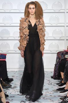 Schiaparelli Haute couture Spring/Summer 2016 Fashion Show Haute Couture Looks, Style Couture, Couture Fashion, Paris Fashion, Love Fashion, Runway Fashion, Fashion Show, Fashion Design, Elsa Schiaparelli