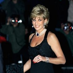 Diana, Princess of Wales. Diana Spencer - Forever in our hearts Princess Diana Hair, Princess Diana Fashion, Princess Diana Family, Royal Princess, Princess Of Wales, Royal Queen, Lady Diana Spencer, Estilo Gigi Hadid, Princesa Real