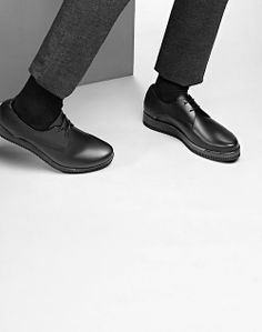 Life on Sundays Sock Shoes, Men's Shoes, Dress Shoes, Minimal Fashion, Chelsea Boots, Fashion Photography, Oxford Shoes, Prince Charming, Menswear
