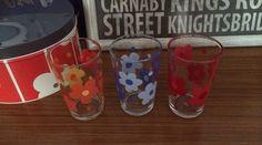 Daisy pop art flower glasses, very Mary Quant !