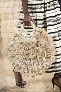 Ulla Johnson at New York Fashion Week Spring 2019 - - Ulla Johnson at New York Fashion Week Spring 2019 Borse! Venite a me! Ulla Johnson at New York Spring 2019 (Details) Fashion Bags, Fashion Shoes, Fashion Accessories, Fashion Dresses, Fashion Jewelry, Womens Fashion, New York Fashion, Sac Week End, Crochet Bags