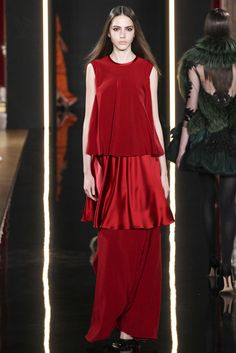 look 32 - Valentin Yudashkin Fall 2015 Ready-to-Wear Collection Photos - Vogue Vogue Fashion, Red Fashion, World Of Fashion, Runway Fashion, High Fashion, Fashion Show, Valentin Yudashkin, Fashion Week Paris, Fashion Week 2015
