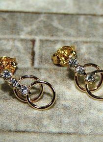 Aros de argollas doradas Gold Rings, Stud Earrings, Jewelry, Gold, Jewelery, Jewellery Making, Earrings, Jewels, Ear Gauge Plugs