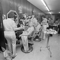 A Memoir in Photos New York's Sassy is part of Vintage hair salons - During graduate school in the at the University of Wisconsin Madison, Meryl Meisler discovered JacquesHenri Lartigue's family photos Inspired Vintage Versace, Vintage Dior, Vintage Beauty, 1970s Hairstyles, Vintage Hairstyles, Trendy Hairstyles, Girl Hairstyles, Best Beauty Tips, Beauty Hacks
