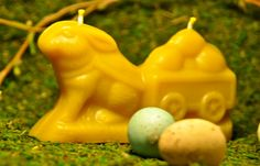 Beeswax Easter Bunny Rabbit with Egg Wagon Candle, Vintage Mold