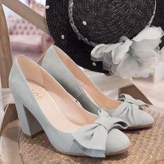 52e2ce43def La versión en azul pastel de los zapatos Kimberly son #purolove 💙 Una novia  con