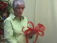 Video: How to tie GIANT Tree Topper Bow with Ribbon Christmas Tree Topper