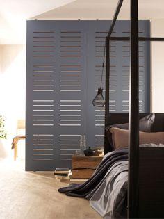 cloison amovible Room Divider Ideas Bedroom, Wood Room Divider, Home Decor Bedroom, Bedroom Wall, Temporary Wall Divider, Loft Closet, Movable Walls, Small Studio Apartments, Blogger Home
