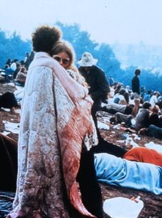 Woodstock 1969 – Do It Yourself 1969 Woodstock, Woodstock Hippies, Woodstock Festival, Taking Woodstock, Woodstock Film, Woodstock Fashion, Happy Hippie, Hippie Love, Hippie Style