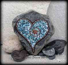 Blue and Copper Mosaic Valentine Garden Stone by Chris Emmert, Johnson - I would bet you could do something as cool as this. I imagine a garden stone with salmon or a crab! Mosaic Crafts, Mosaic Projects, Mosaic Art, Mosaic Glass, Glass Art, Stained Glass, Mosaic Rocks, Pebble Mosaic, Mosaic Madness