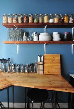 Kitchen Design: How To Know if You're Ready for Open Kitchen Shelving Tidy Kitchen, Kitchen Shelves, Kitchen Pantry, Kitchen Storage, Kitchen Dining, Wood Shelves, Organized Kitchen, Jar Storage, Loft Kitchen