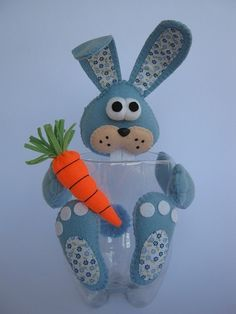 Risultati immagini per pet para crianças artes Kids Crafts, Foam Crafts, Easter Crafts, Holiday Crafts, Diy And Crafts, Plastic Bottle Crafts, Recycle Plastic Bottles, Plastic Milk, Diy Ostern