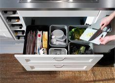 シンクしたにゴミ箱があると、料理をしてすぐに捨てやすいですね。