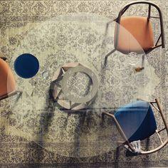 Miniforms . Tavolo Acco #design Florian Schmid  http://www.miniforms.com/prodotti/1_tavoli/170_acco-table/  #massello #nocecanaletto #leggero #elegante