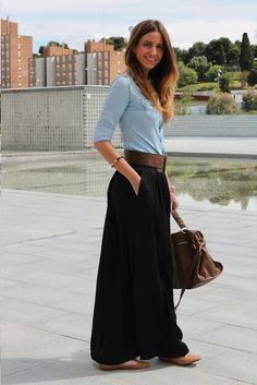 43 Astonishing Maxi Skirts Outfits Ideas That You Will Like It - The fashion scene is became interesting with the emergence of a big trend, wearing maxi skirts. Maxi skirts have been the obsession of many fashion lo. Mode Outfits, Casual Outfits, Fashion Outfits, Womens Fashion, Fashionable Outfits, Maxi Skirt Outfits, Dress Skirt, Black Maxi Skirt Outfit, Pleated Skirt