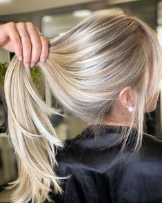 sandy blonde balayage hair color blonde hair styles The 74 Hottest Blonde Hair Looks to Copy This Summer Beach Blonde Hair, Bright Blonde Hair, Blonde Hair Looks, Brown Blonde Hair, Blonde Color, Blonde Wig, Natural Blonde Hair With Highlights, Sandy Blonde Hair, Blonde Hair No Bleach