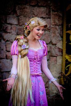 my favorite disney princess! Rapunzel Characters, Disney Characters Costumes, Disney Halloween Costumes, Disney Princesses And Princes, Disney Princess Rapunzel, Disney Tangled, Disney Nerd, Walt Disney, Disney Parks