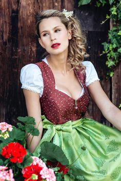 Sally copper-coloured dirndl with a spring-fresh apron