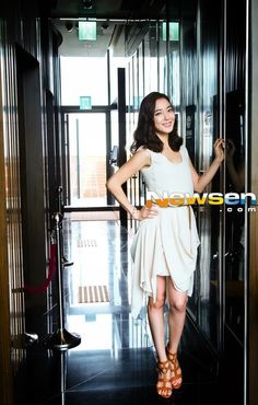 Lee So Yeon, Loren Gray, Korean Beauty, Photo Galleries, Ballet Skirt, Female, Grey, Gallery, Skirts