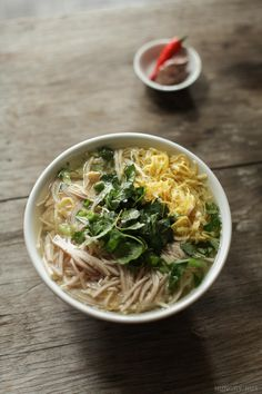 Bún Thang - Vietnamese Noodle Soup with Chicken, Pork, & Egg Wonton Noodle Soup, Beef Noodle Soup, Beef And Noodles, Noodle Dish, Asian Noodles, Vietnamese Soup, Vietnamese Cuisine, Vietnamese Recipes, Ramen Recipes