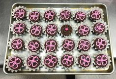 Dare to be different with a box of brownies instead of a box of chocolates for Valentine's Day! Valentine Day Love, Chocolate Box, Chocolates, Brownies, Schokolade, Chocolate