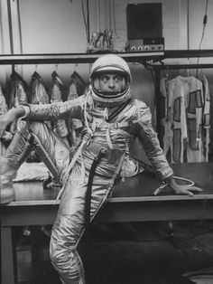 Premium Photographic Print: Astronaut Alan B. Shepard in Space Clothing by Ralph Morse Atomic Punk, Space Warriors, Don Knotts, Project Mercury, Nasa Space Program, Space Outfit, Sci Fi Comics, Apollo Missions, Nasa Astronauts