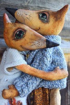 Купить или заказать Влюбленные лисы в интернет-магазине на Ярмарке Мастеров. Самое уютное место на свете - любовь Лисичка, кокетливая девочка) Платье из итальянской шерсти, вышито бусинами, листочки в технике валяния. Под платьем шелковые панталончики, но демонстрировать не будем))) Лис, галантный и милый. Свитер из австрийской пряжи, Оберег - керамическая бусина ручной работы (магазин керамиста www.livemaster.ru/allasin) Одежду можно снять для стирки.