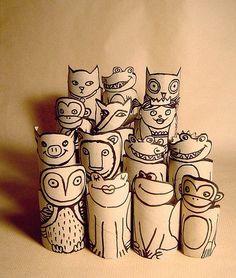 Com rolos de papel higienico
