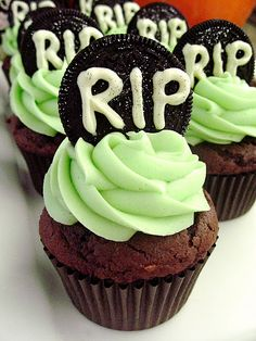 Cookies & Cream Tombstone Cupcakes #Halloween