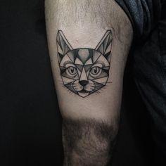 """• O Gato do @celopax • Valeu a parceira! #tattoo #Tattoos #tatuaje #tatuagem #tatouaje #ink #inked #ivysaruzi #think #thinkartclub #blxckink…"""