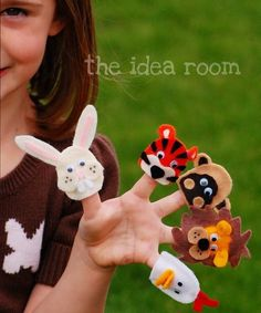 No sew finger puppets - adorable!  We'll be attempting to make these for the kids at the hospital.
