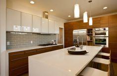 The Superb white shaker kitchen cabinets — Design Roni Young Ikea Kitchen Design, Kitchen Cabinet Styles, Kitchen Wall Colors, Modern Kitchen Cabinets, Modern Kitchen Design, New Kitchen, Kitchen Contemporary, Kitchen Backsplash, Kitchen Designs